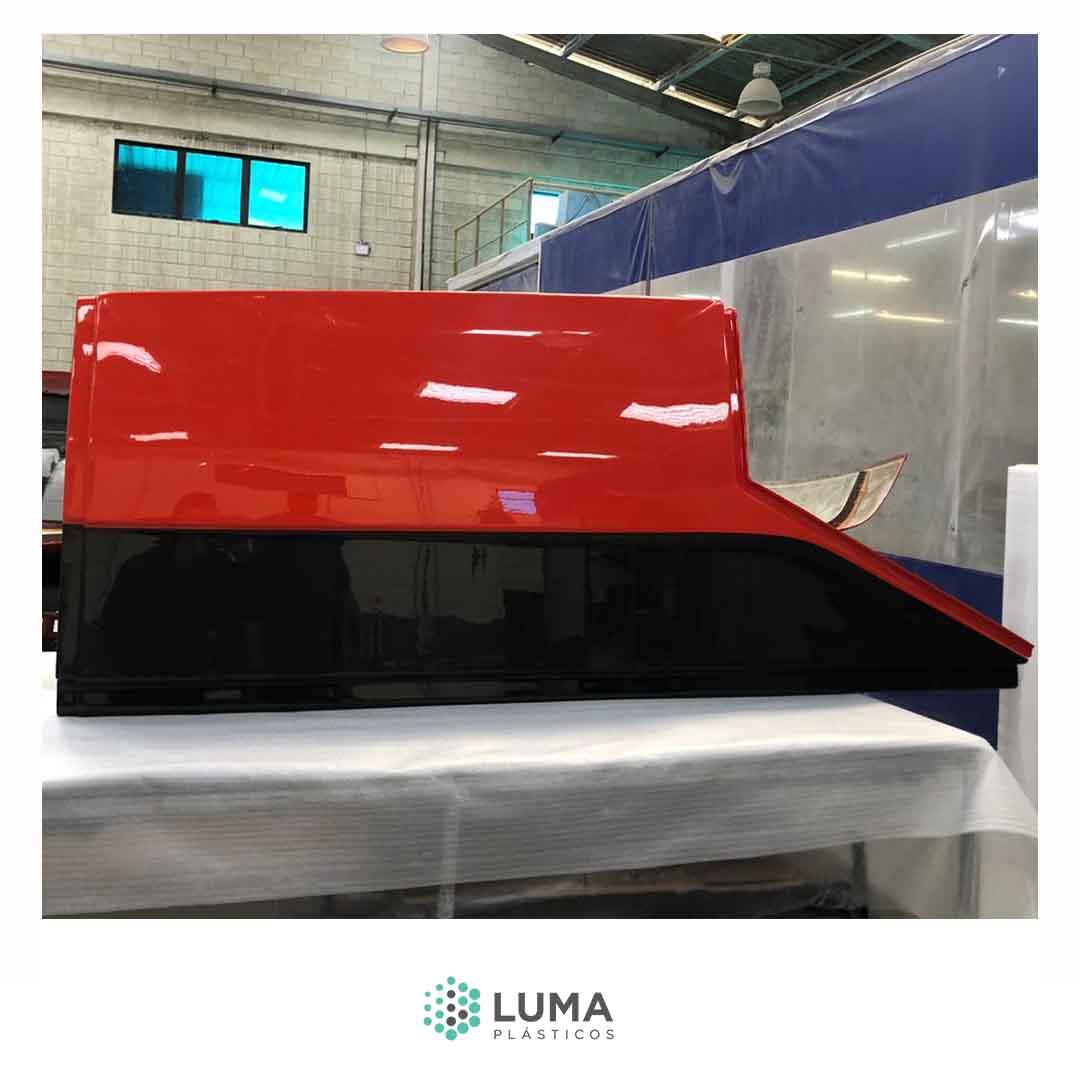 Processo de RTM light na fabricação da peça carenagem lateral que compõe o kit Fighter 2500